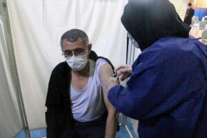 بدری نماینده اردبیل واکسن کووایران برکت دریافت کرد